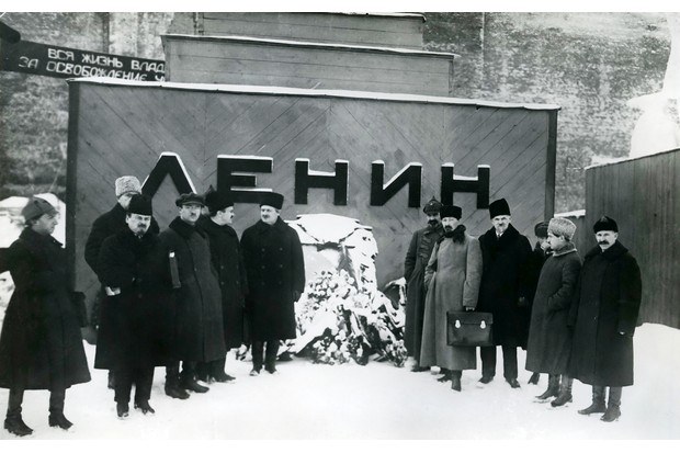 Communist Party officials pose in front of the original wooden vault © Getty Images