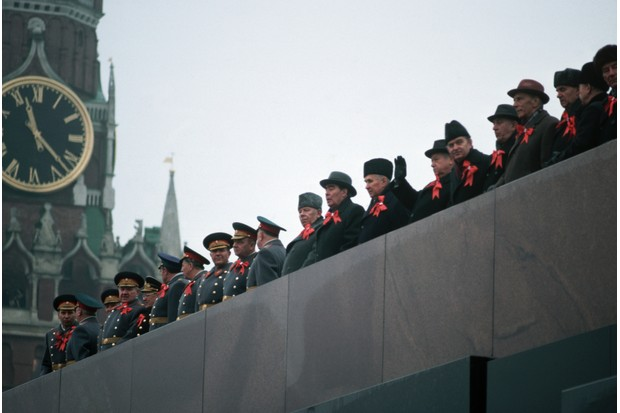 Soviet dignitaries gathered on the mausoleum, reviewing a Red Square parade © Getty Images