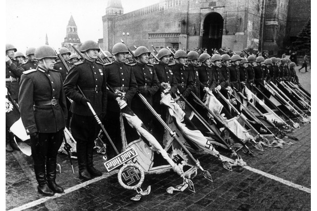 Red Army officers casting the standards of the defeated Wehrmacht before the mausoleum © Getty Images