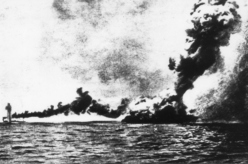 (GERMANY OUT) WORLD WAR I: JUTLAND, 1915. Explosion on the British battleship 'HMS Queen Mary' during the Battle of Jutland, 31 May 1915. (Photo by ullstein bild/ullstein bild via Getty Images)