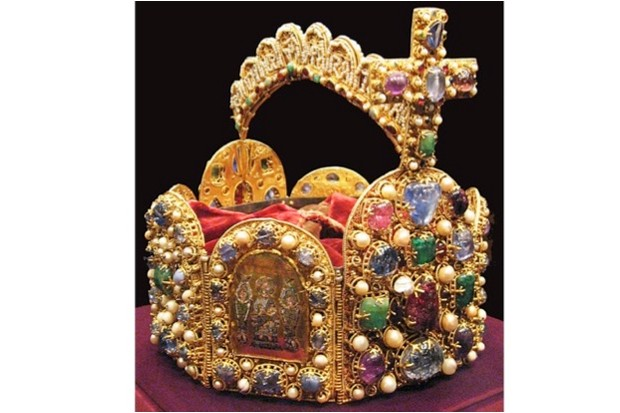 This octagonal crown of the Holy Roman Empire was possibly made during Otto's reign (public domain)