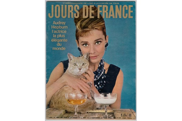 Audrey Hepburn as Holly Golightly in Breakfast at Tiffany's by Howell Conant, published on the cover of Jours de France, 27 January 1962