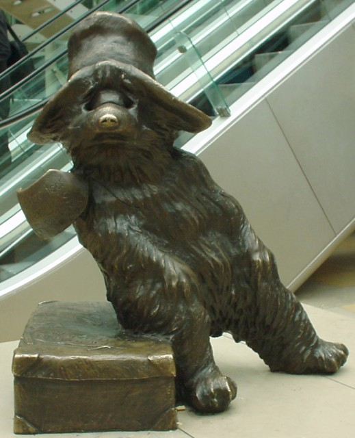 Paddington Bear at Paddington Station @ Wikimedia Commons