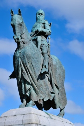 An equestrian statue of Robert the Bruce at Bannockburn, Scotland © Getty Images