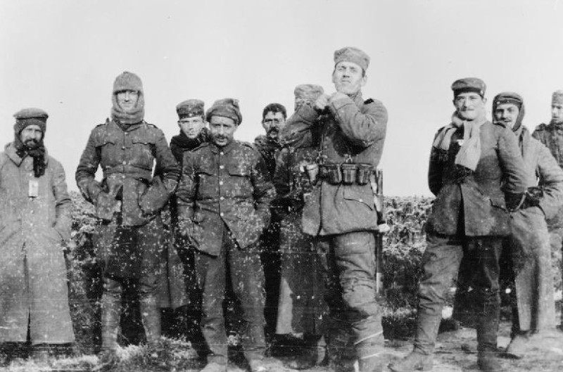 Peace in the trenches (public domain_