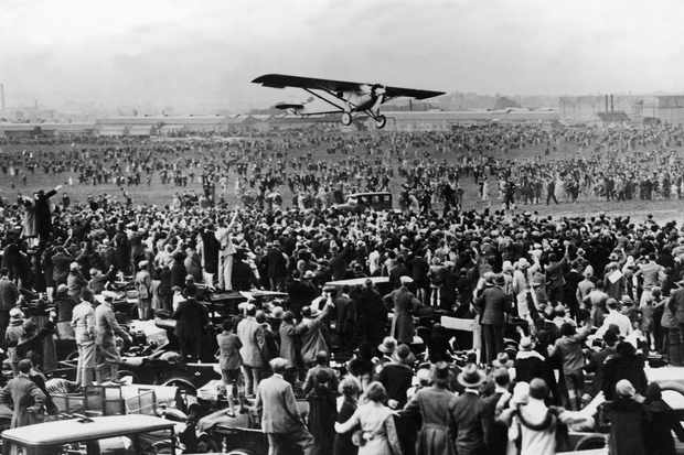 Charles Lindbergh lands in Paris having just flown solo over the Atlantic © Getty