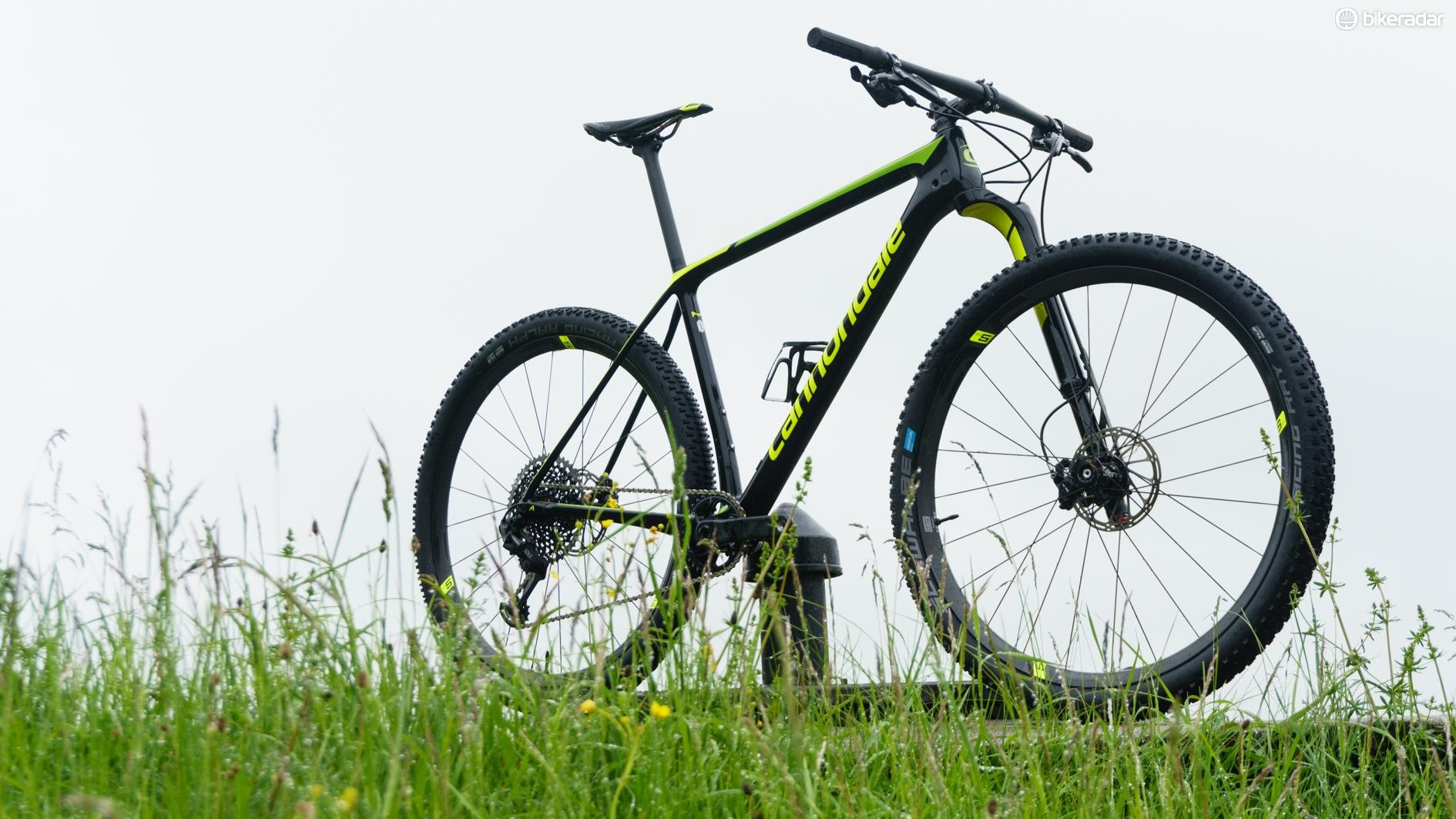 The Cannondale F-Si uses a PF30-83 Ai bottom bracket