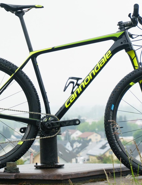 The bike has a classic XC-hardtail like silhouette
