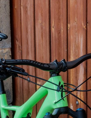 The combination of oodles of stack and the 27mm rise bars makes for a truly lofty front end