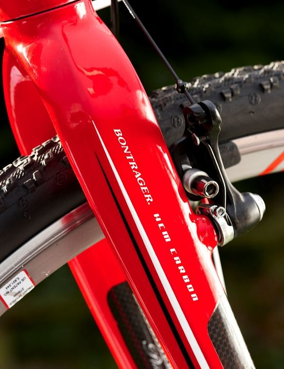The carbon bladed fork gives the right balance of positive feedback and control, without either being too flexible to handle big braking efforts and long fast descents or too stiff to allow for tight, slow twisty cornering.