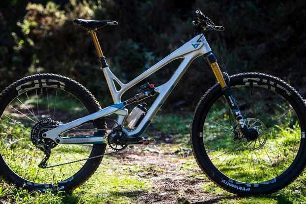 The YT Jeffsy 29 CF Pro Race is the top-line Jeffsy for 2019