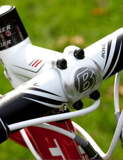 White Bontrager finishing kit looks the part and performs well.