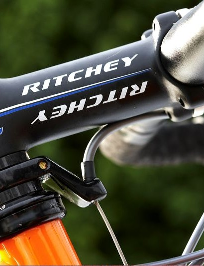 Our Ultegra-equipped bike featured a slightly modest matt black alloy finished Ritchey Pro bars and stem