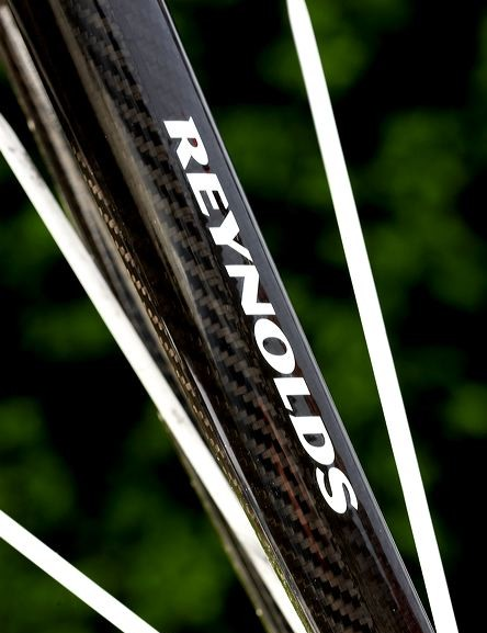 The Reynolds full carbon fork used here gives the frame the precision, strength and light weight it deserves.