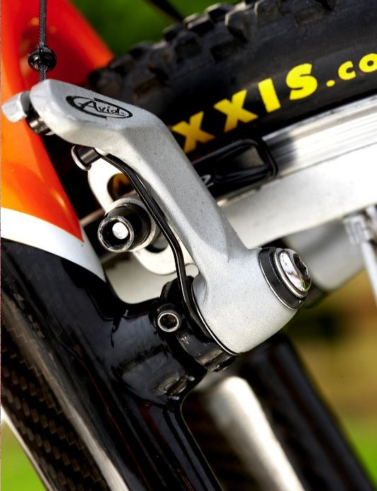 there was a teeth-chattering brake squeal from the Avid Shorty 6 centre pull cantilevers when braking long and hard.