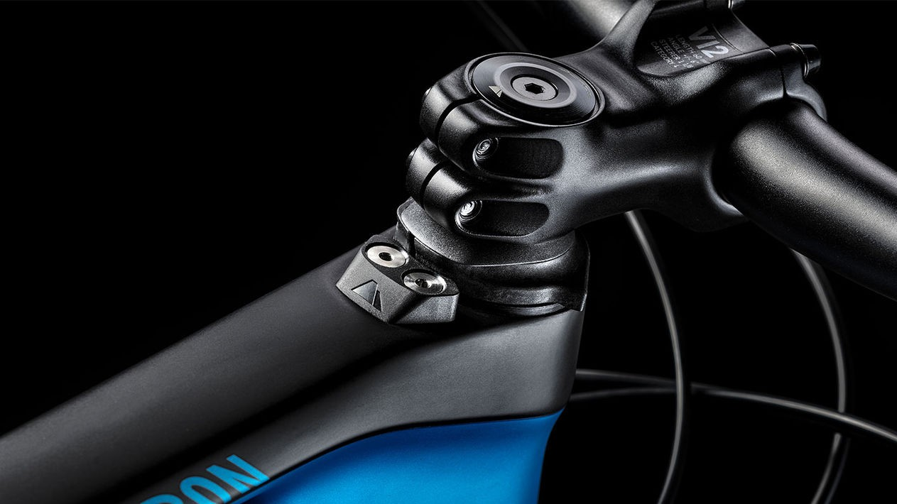 As with all of its carbon bikes, the Neuron features a bump stop to prevent damage to the top tube
