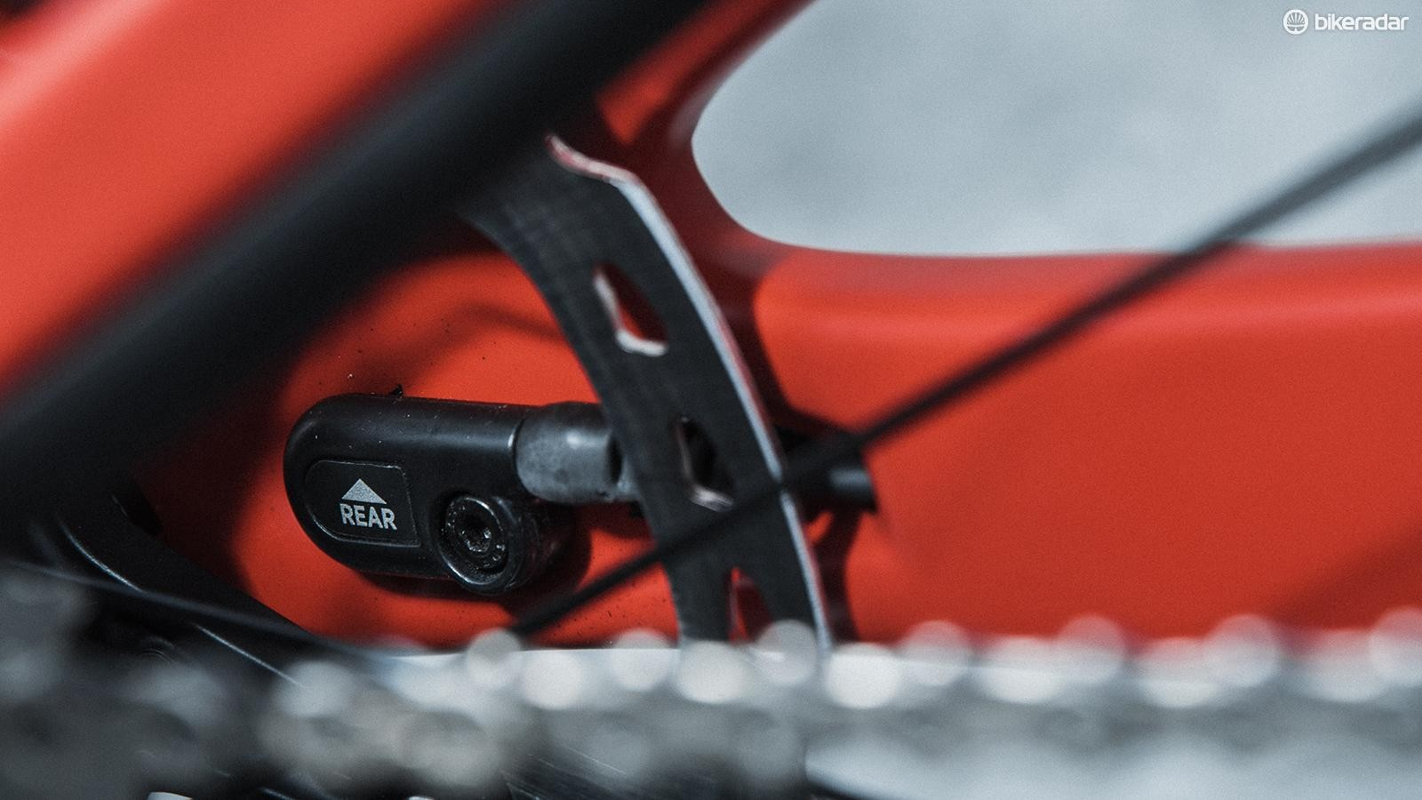 A second accelerometer is housed neatly by the rear axle in Live Valve compatible frames, detecting bumps at the rear.