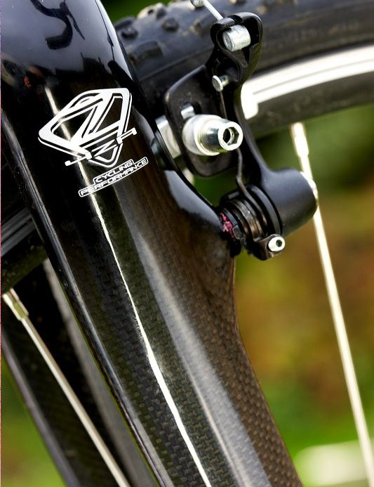 4ZA  Zornyc fork has great stiffness from its carbon legs. Whilst an alloy crown and steerer means no braking dive, no surprises from sharp corners or big hits.
