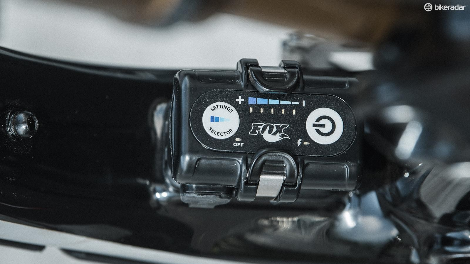 The control unit houses the battery, computer and a three-axis accelerometer which determines gradient. The left button selects the mode, indicated by LEDs.