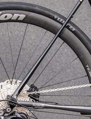 The top-end build features carbon wheels from Vision