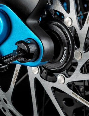 The quixle system hides the lever inside the thru-axle