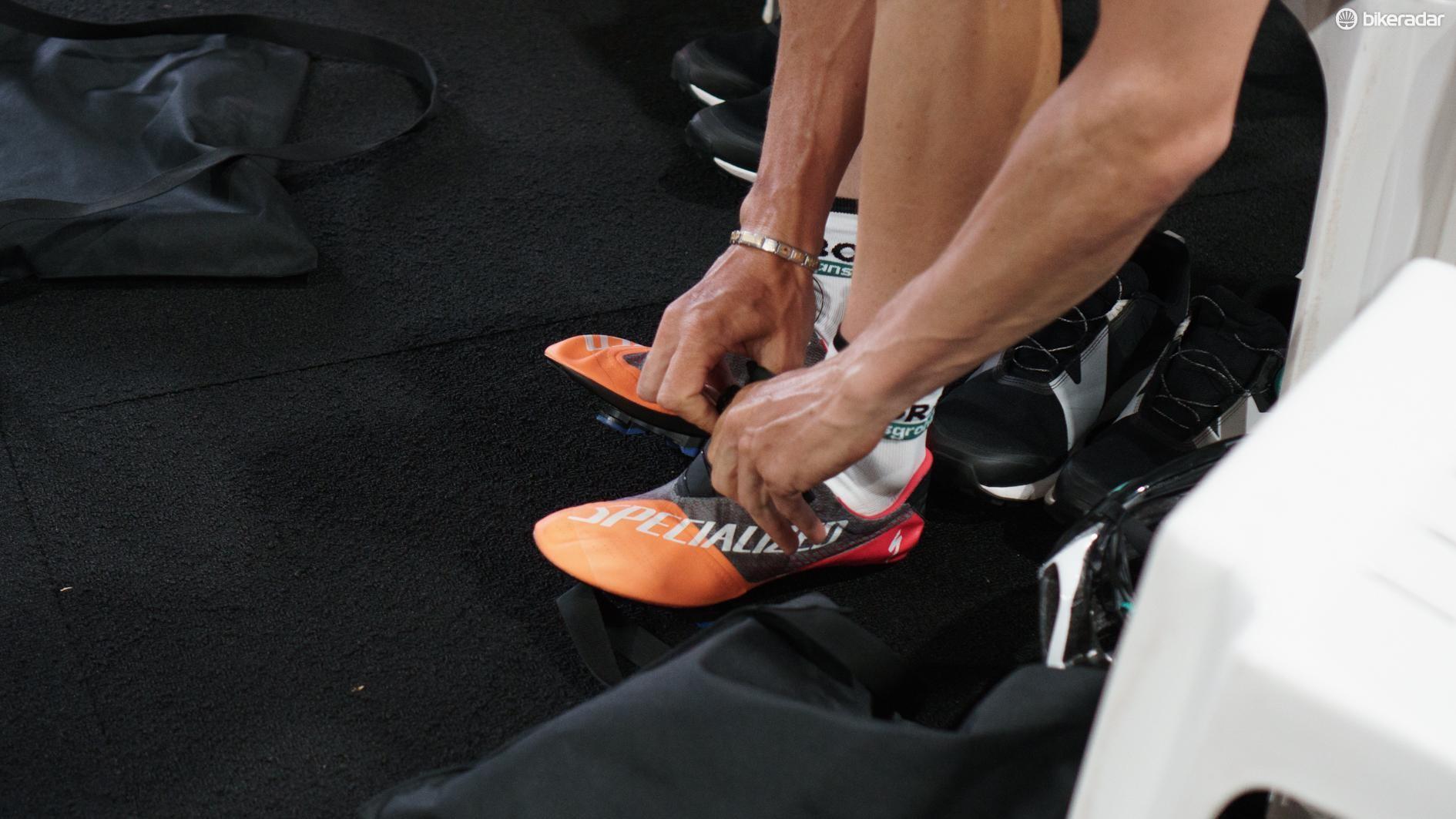 05_specialized-lightweight-climber-shoe-1547082703220-3ebm8jloz82-47f3a7a