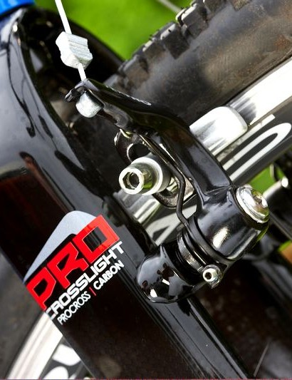 There's plenty of clearance under the crown of the carbon-bladed Kinesis Crosslight Pro fork.