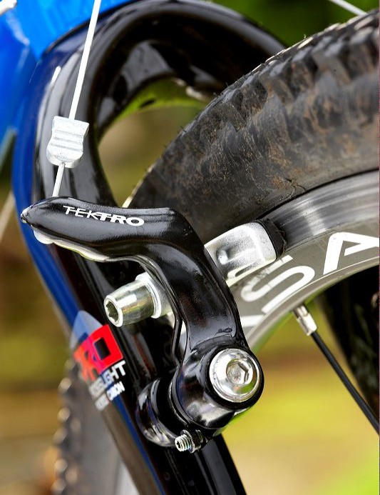 Tektro Oryx 'low pro' cantilever brakes performed well without juddering.