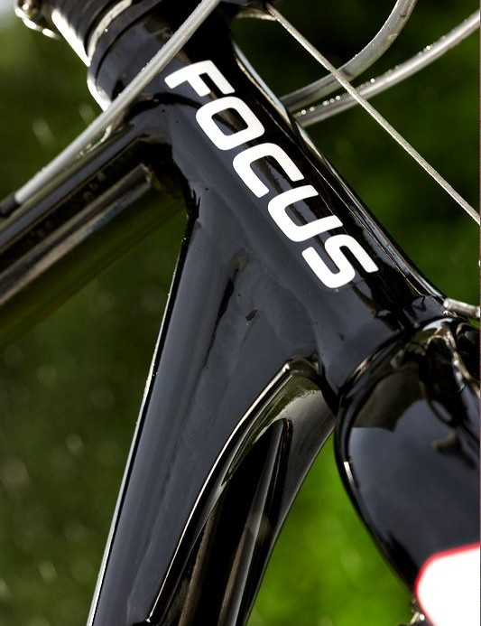 No-nonsense welded on gussets reinforcing the join of the headtube and the downtube, the Mares Cross clearly means business.