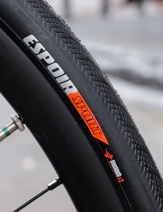Specialized supplies the 28mm all-weather minded Espoir tyres