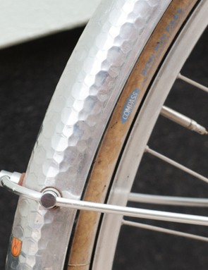 The addition of Velo Orange's hammered mudguards and Compass Bon Jon tyres added a touch of class to our new bike