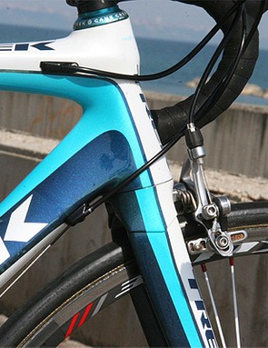 The oversized head tube houses a tapered 1 1/8