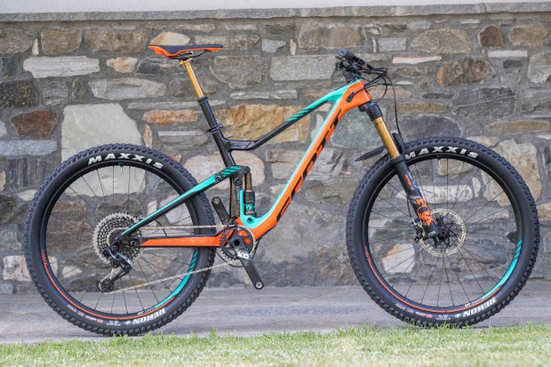 "Say hello to the new and improved Scott Genius. It's available in a range of builds and with two wheel sizes: choose either 27.5"" by 2.8"" rubber"