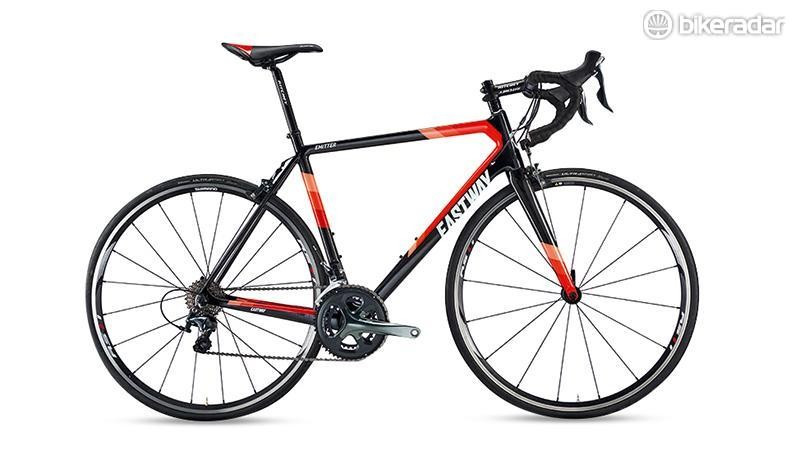 The Eastway Emitter R4 comes with a full carbon frame and fork
