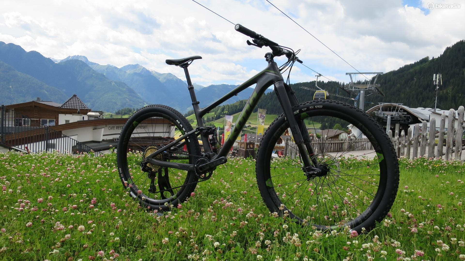 The HeiHei Supreme takes a 100mm chassis and plugs a 120mm fork up front