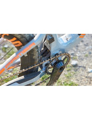 The lower i-Box link gets tucked neatly into the seat tube which has allowed Intense to keep the chainstays pretty short. It still features the grease port to help keep things running smoothly too