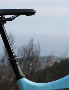 Manuel uses 100, 125, or 150mm travel seatposts depending on the terrain