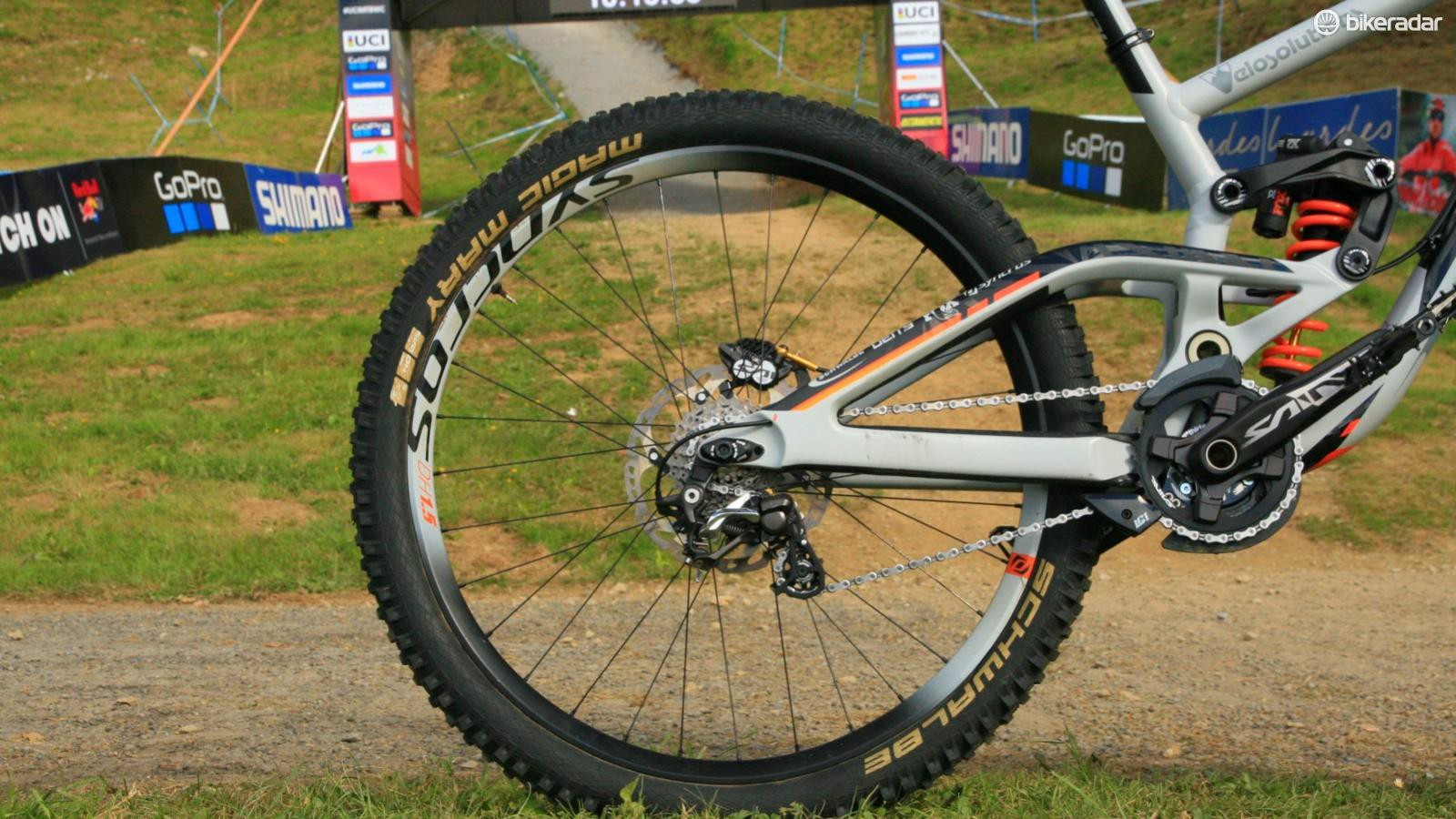 The Scott Gambler's high main pivot results in very high levels of anti-squat… and pedal kickback