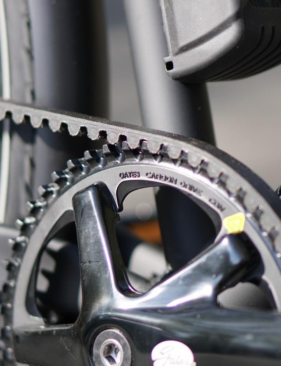 Gates Carbon belt drives are ideal for city bikes. This one is wrapped around a NuVince internally geared hub