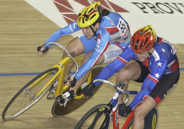 Disgraced American track racer Tammy Thomas (R) losing the World's gold medal in 2001.