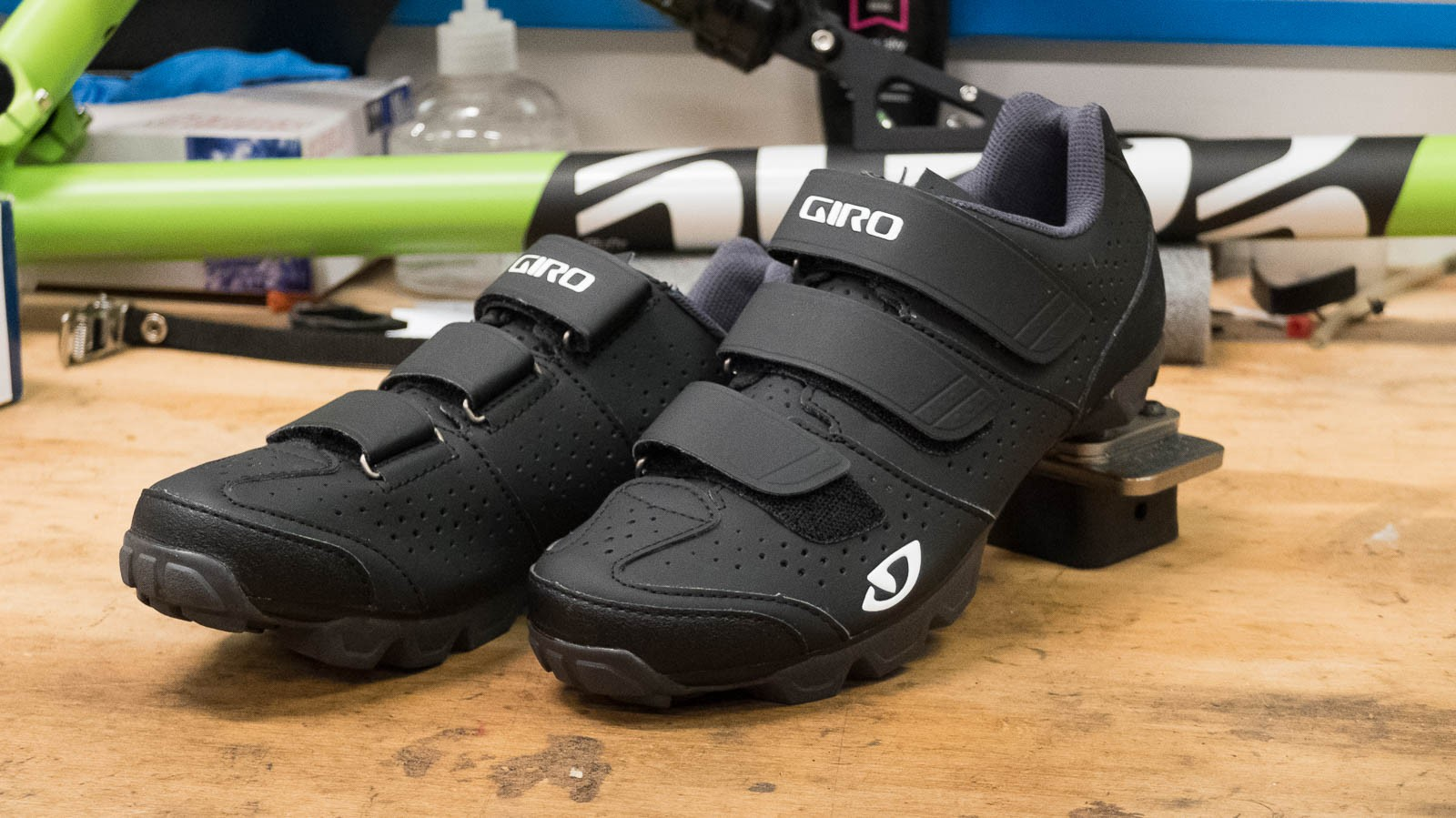 The Giro Riela R is the women's equivalent of the popular Carbide