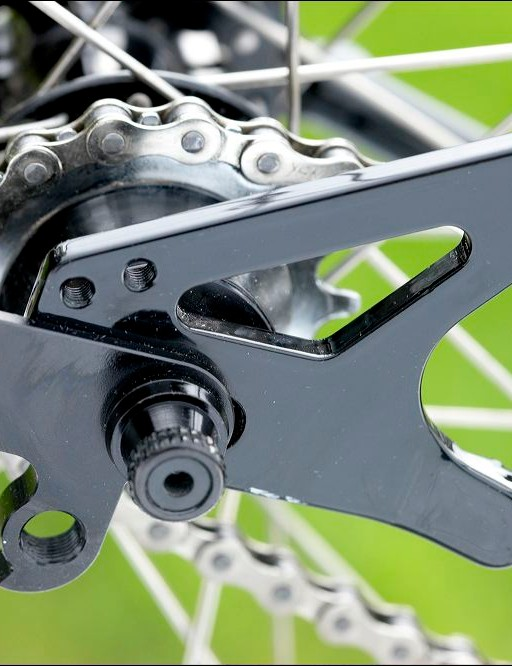 The chaintug sports a gear hanger for  versatility