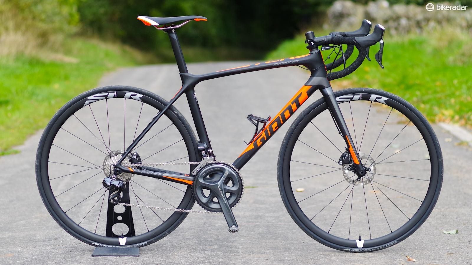 The Giant TCR Advanced Pro Disc is a proper racer with rotors