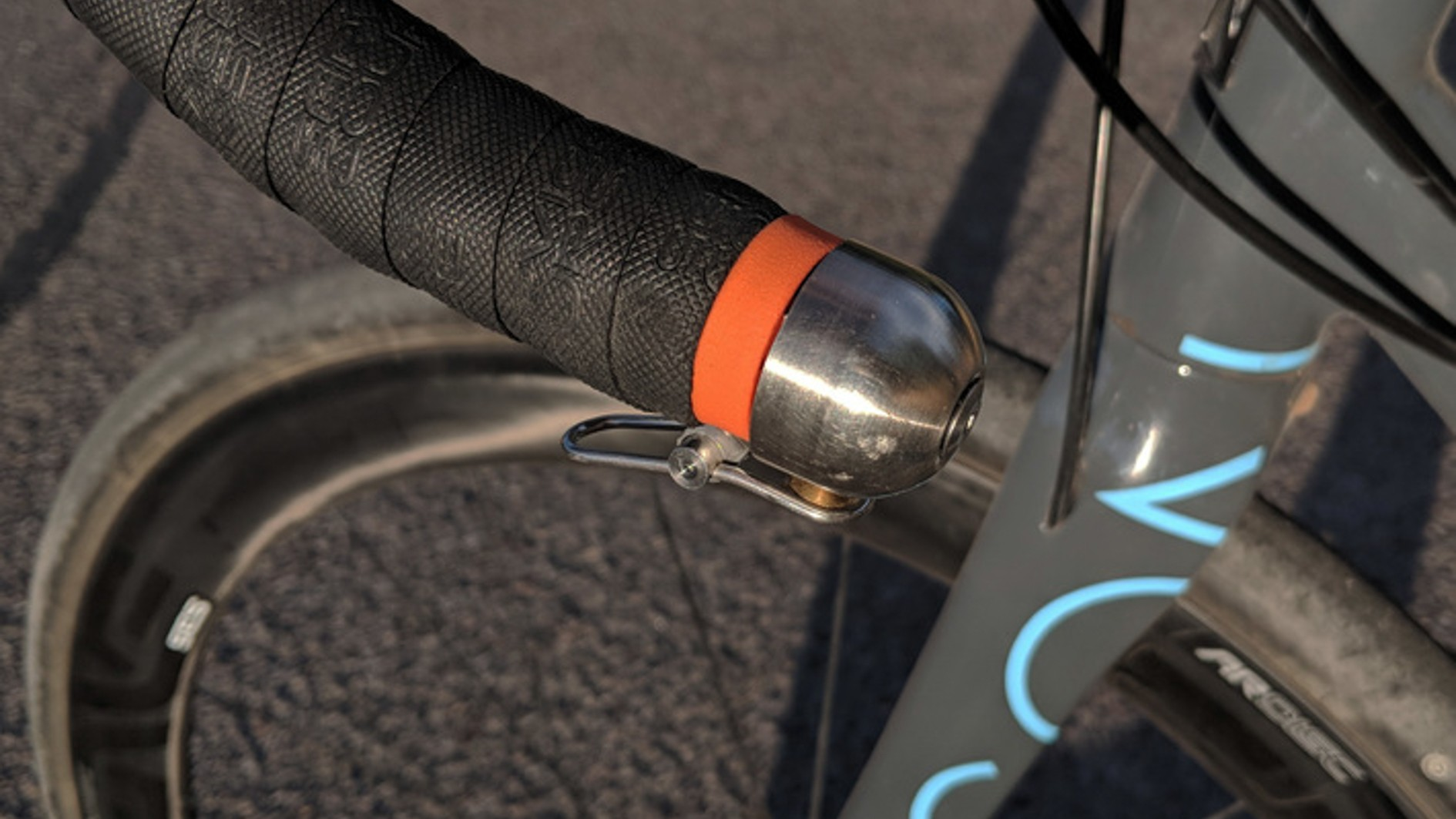 Looking to mount your Spurcycle bell discreetly? This could be a great option