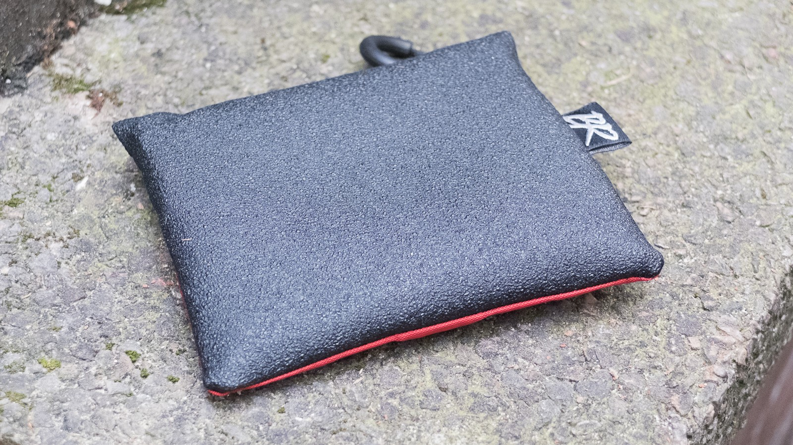 The grippy rear panel stops the bag from flying out your pocket