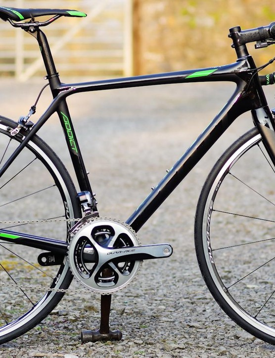 Scott Addict Team Issue packs Dura-Ace Di2 and our sample weighs in at just 6.3kg