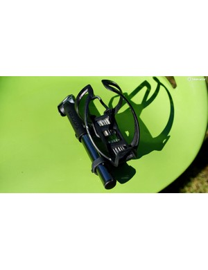 The Syncros Matchbox Coupe Cage HP2.0 Integrated Bottle Cage does triple duty