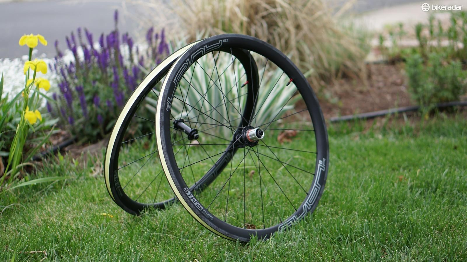 Stan's Avion R wheels are tubeless carbon clinchers
