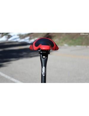 A Bottecchia seatpost complements the bike's Deda components