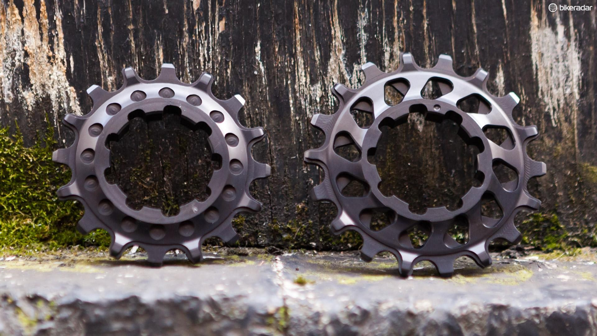 AbsoluteBlack SS Cogs: 16t on the left, 18t on the right
